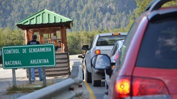 En la villa, la gente pasa al menos una noche antes de cruzar a Chile.