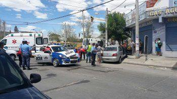 tres heridos tras un choque entre un patrullero y un auto