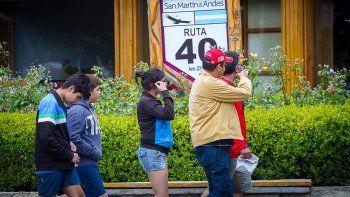 Los empresarios del turismo confían más en la reactivación de Vaca Muerta que en los feriados largos.