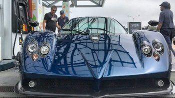Intentó filmar un auto de un millón y medio de dólares y lo chocó