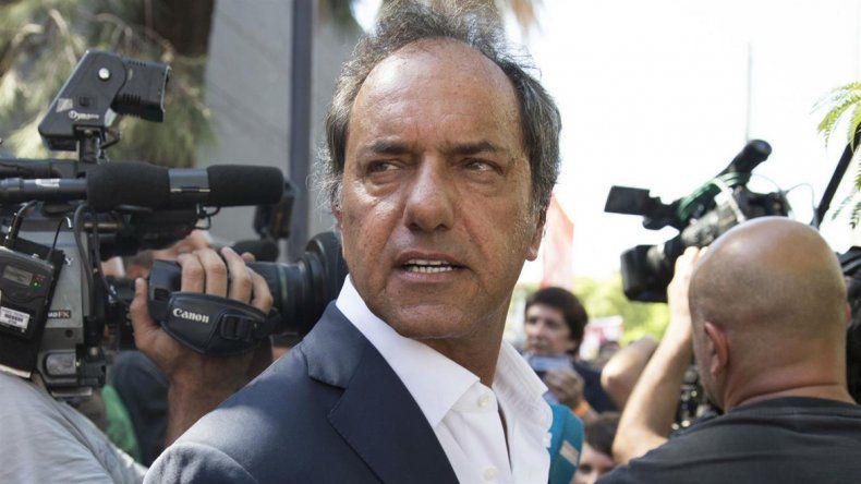 Piden elevar a juicio a Scioli por anomalías cuando fue gobernador