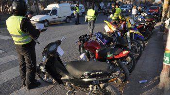 Le secuestraron la moto y la quiso recuperar a la fuerza