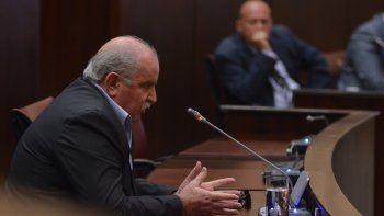 Raúl Liria, ex jefe de la Policía, declarando a escasos metros de Muñoz, que lo observa atentamente.