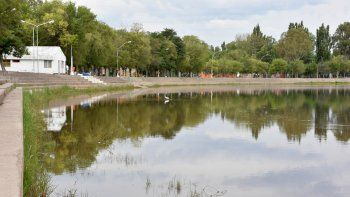 El balneario municipal padece la contaminación originada en el arroyo.