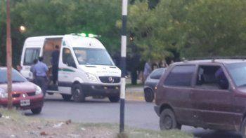 La Policía durante la intervención en el enfrentamiento en Plaza Huincul.