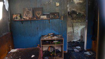 Un abuelo se encuentra grave luego de un incendio en su casa