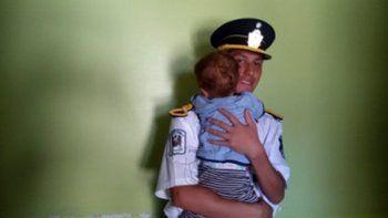 El cadete de policía Alex Yamil Jairo Cabello salvó la vida del pequeño Benicio al practicarle reanimación cardiopulmonar.