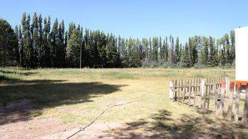 La cancha de Vendaval es muy usada en la zona, pero ya no se puede acceder.