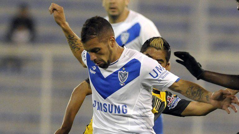 Jugador de Vélez, en medio de una pelea en un boliche