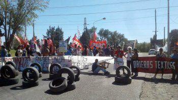 las textiles levantaron la protesta en el puente carretero