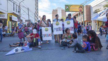 barrios de pie reclamo ayuda escolar para chicos de la region