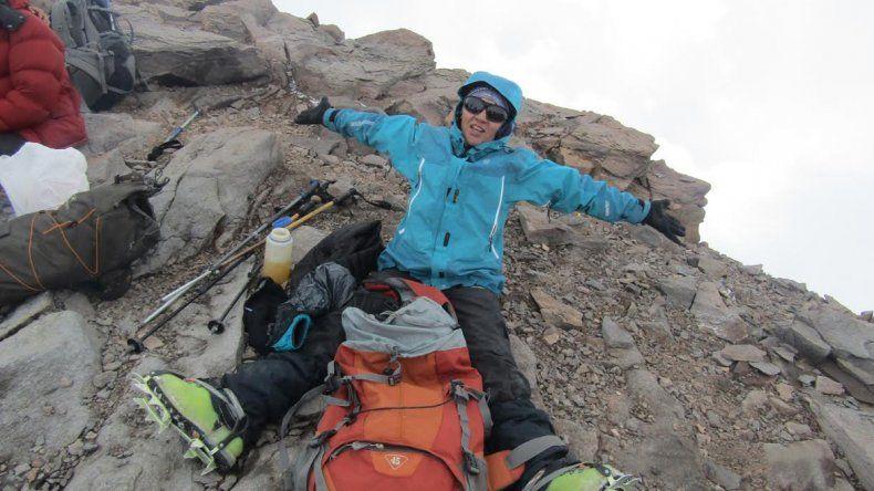 Luego de un año de preparación y 12 días de ascenso, Alejandra alcanzó la cumbre a 6962 metros de altura.