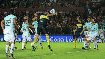Tras un preciso centro de Fabra, Tobio ganó en la altura y encontró el empate antes del cierre del primer tiempo.