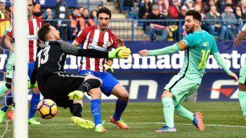Messi otra vez rescató al Barcelona sobre el final del partido