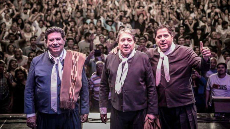 En plena actuación de Los Manseros Santiagueños