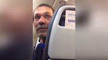 Este es el individuo que discriminó a los paquistaníes en el avión.