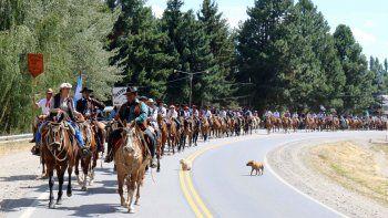 El tradicional recorrido de los montados por la ruta 40.