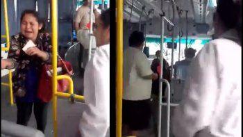 Violencia en el colectivo: un pasajero se peleó con el chofer del micro y golpeó a una mujer