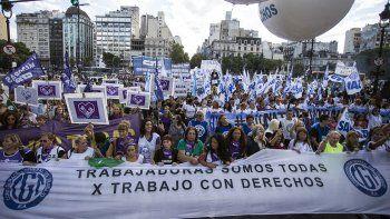 {alttext(,Masiva movilización en Buenos Aires por el #8M)}