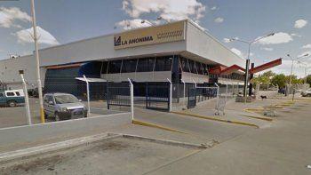 El hecho ocurrió en La Anónima que está en Plaza Huincul.