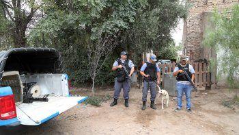 Efectivos de Antinarcóticos, con el perro Vasco, allanaron en Centenario.
