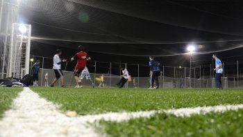 Los futbolistas amateurs podrán seguir jugando en horarios nocturnos.