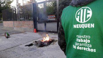 ATE bloquea accesos a organismos públicos