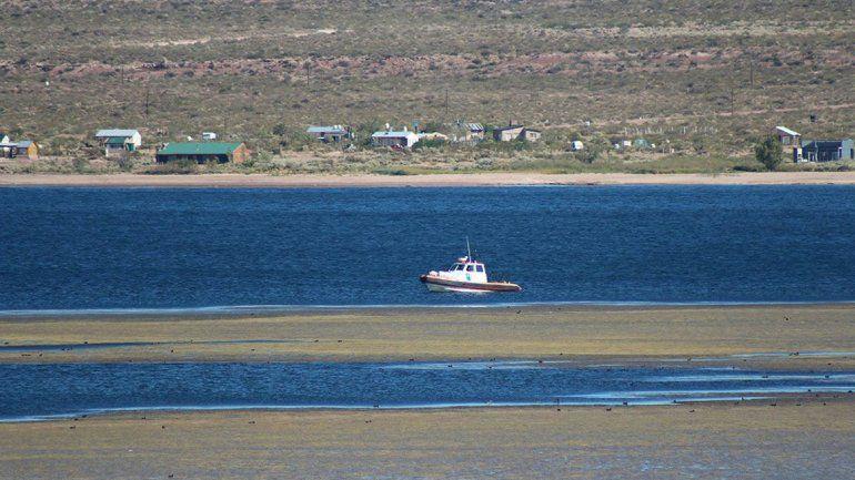 Mañana retoman la búsqueda del joven que desapareció en el lago Mari Menuco