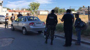 Atraparon a un ladrón que abrió un auto en El Progreso