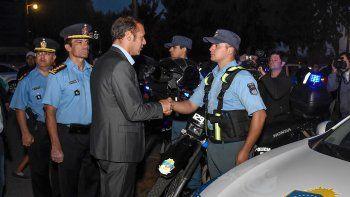 Gutiérrez entregó nuevos móviles policiales en Villa la Angostura