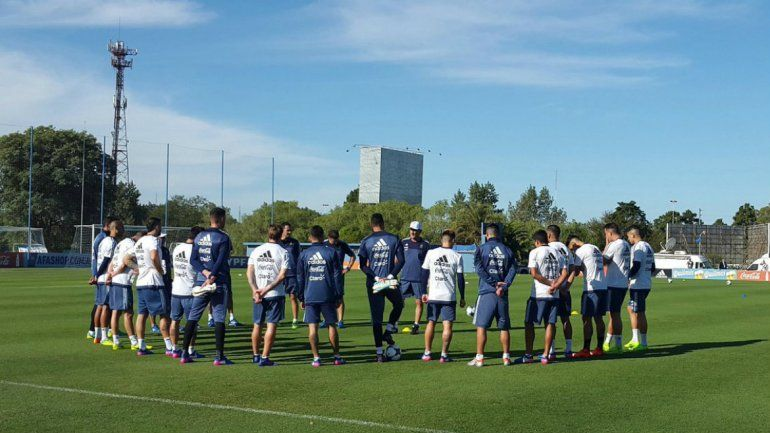 La Selección hizo sus primeros movimientos esperando por Chile