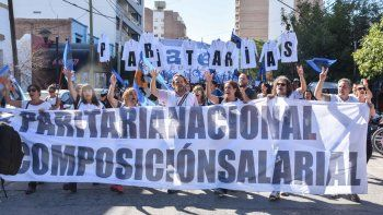 Los docentes nucleados en ATEN volvieron a salir a las calles para reclamar mejores salarios.