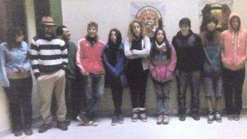 Detuvieron a 11 turistas argentinos por pintar grafitis en un muro inca