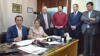 El gobernador Omar Gutiérrez y parte de su equipo de colaboradores.
