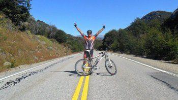 ciclista recorre el pais por el uso legal del aceite de cannabis