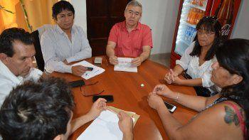Las autoridades municipales con los representantes de los gremios.
