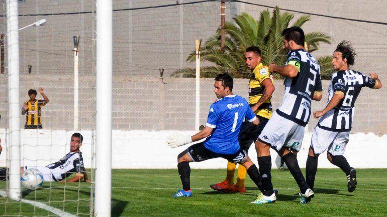 Alasia sufrió dos goles pero evitó varios y atajó un penal fundamental.