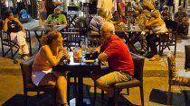amplian los espacios en la calle para que atiendan bares y restoranes