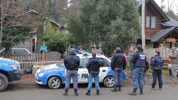 La Policía en uno de los procedimientos posteriores al día del crimen.