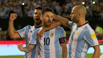 Argentina alcanzó la ventaja a través de Messi, que llegó al gol 58 con la criolla. Doce de penal.