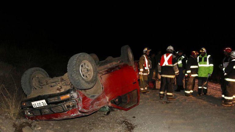 Manejaba borracho y volcó camino al Huechulafquen: seis personas resultaron heridas