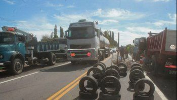 camioneros cortan la ruta 40 en protesta por el operativo lena