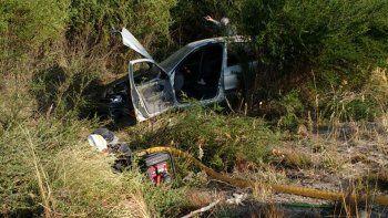 un policia choco a un auto en el que iba una familia de pehuenia