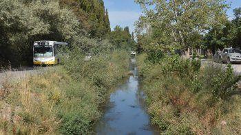 Los desbordes cloacales afectan severamente a los vecinos del oeste. El gobierno provincial estima que el problema se solucionará definitivamente.