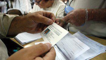 La detección de licencias truchas involucra a taxis, remises y particulares.