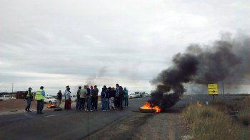 Desocupados de la UOCRA cortaron las rutas camino a Añelo