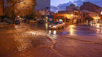 Las intensas tormentas ya se sienten en la ciudad y comienzan las complicaciones