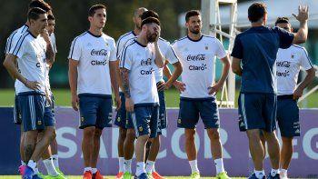 Argentina llegó anoche a Santa Cruz de la Sierra. Hoy, temprano, se sabría si Lio juega.