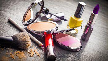 Prohíben la venta y el uso de 17 productos cosméticos