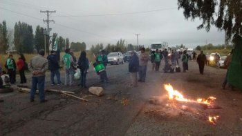 Municipales de El Chañar levantaron el corte en la Ruta 7